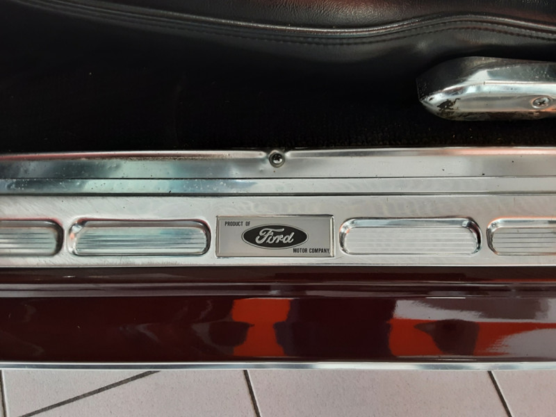 Photo 38 de l'offre de FORD MUSTANG CABRIOLET V8 289 CI à 45000€ chez Centrale auto marché Périgueux