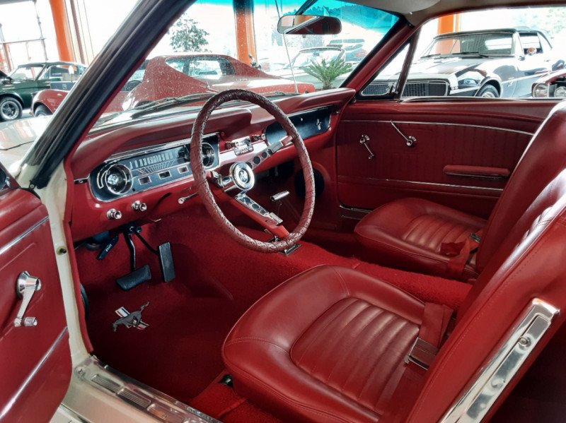 Photo 9 de l'offre de FORD MUSTANG FASTBACK V8 289 CI à 59900€ chez Centrale auto marché Périgueux