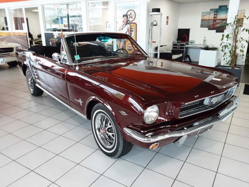 Photo 3 de l'offre de FORD MUSTANG CABRIOLET V8 289 CI à 45000€ chez Centrale auto marché Périgueux