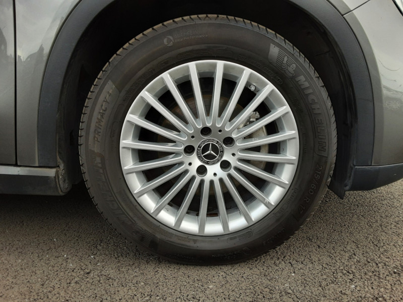 Photo 22 de l'offre de MERCEDES-BENZ CLASSE GLA 200 7-G DCT Intuition à 24490€ chez Centrale auto marché Périgueux
