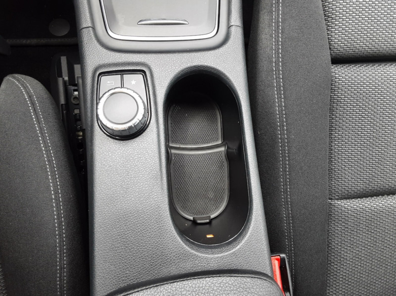 Photo 36 de l'offre de MERCEDES-BENZ CLASSE GLA 200 7-G DCT Intuition à 24490€ chez Centrale auto marché Périgueux