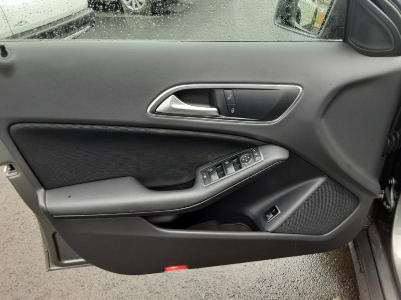 Photo 48 de l'offre de MERCEDES-BENZ CLASSE GLA 200 7-G DCT Intuition à 24490€ chez Centrale auto marché Périgueux