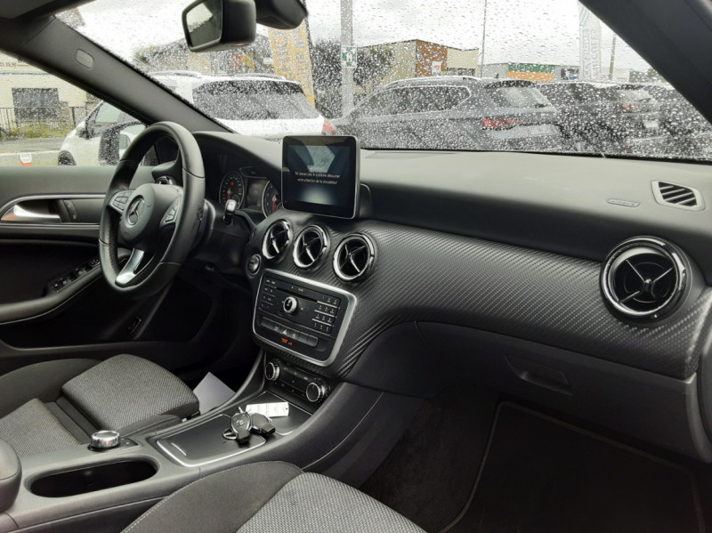 Photo 16 de l'offre de MERCEDES-BENZ CLASSE GLA 200 7-G DCT Intuition à 24490€ chez Centrale auto marché Périgueux