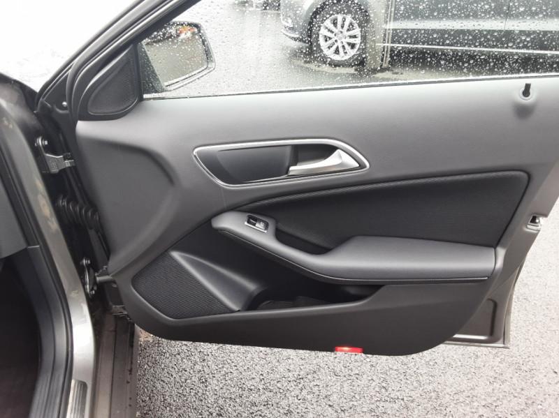Photo 25 de l'offre de MERCEDES-BENZ CLASSE GLA 200 7-G DCT Intuition à 24490€ chez Centrale auto marché Périgueux