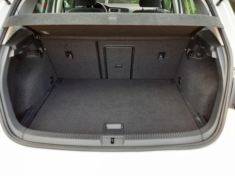 Photo 6 de l'offre de VOLKSWAGEN GOLF 7  TDI 115 BMT FAP Confortline Business à 17800€ chez Centrale auto marché Périgueux