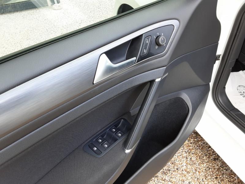 Photo 9 de l'offre de VOLKSWAGEN GOLF 7  TDI 115 BMT FAP Confortline Business à 17800€ chez Centrale auto marché Périgueux