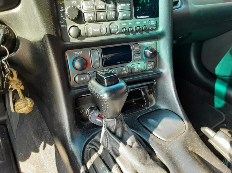 Photo 50 de l'offre de CHEVROLET CORVETTE Cabriolet 5.7 V8 A à 24500€ chez Centrale auto marché Périgueux