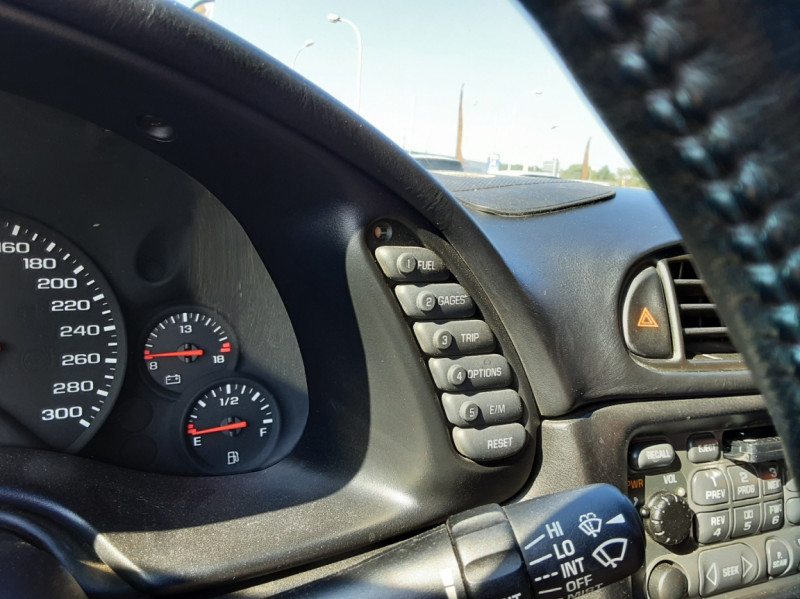 Photo 39 de l'offre de CHEVROLET CORVETTE Cabriolet 5.7 V8 A à 24500€ chez Centrale auto marché Périgueux