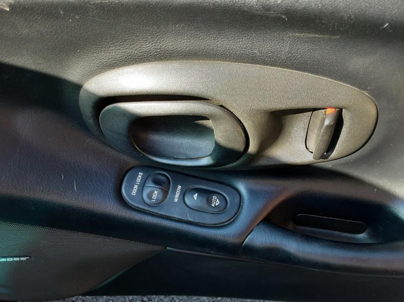 Photo 44 de l'offre de CHEVROLET CORVETTE Cabriolet 5.7 V8 A à 24500€ chez Centrale auto marché Périgueux