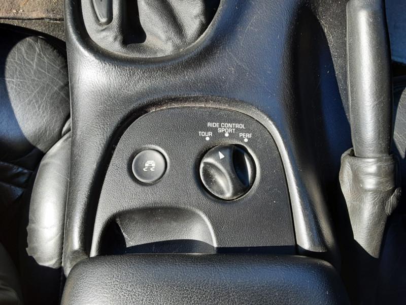 Photo 29 de l'offre de CHEVROLET CORVETTE Cabriolet 5.7 V8 A à 24500€ chez Centrale auto marché Périgueux