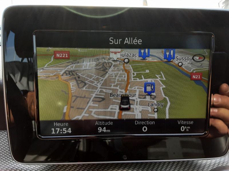 Photo 17 de l'offre de MERCEDES-BENZ CLASSE GLA 200 d Inspiration 7-G DCT A à 21800€ chez Centrale auto marché Périgueux