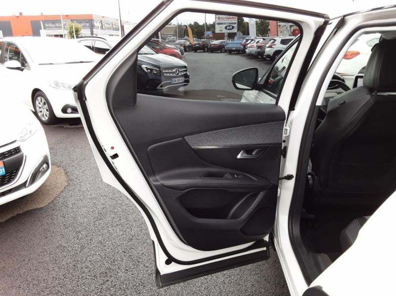 Photo 14 de l'offre de PEUGEOT 3008 1.6 BlueHDi 120ch SetS EAT6 Allure Business à 24990€ chez Centrale auto marché Périgueux