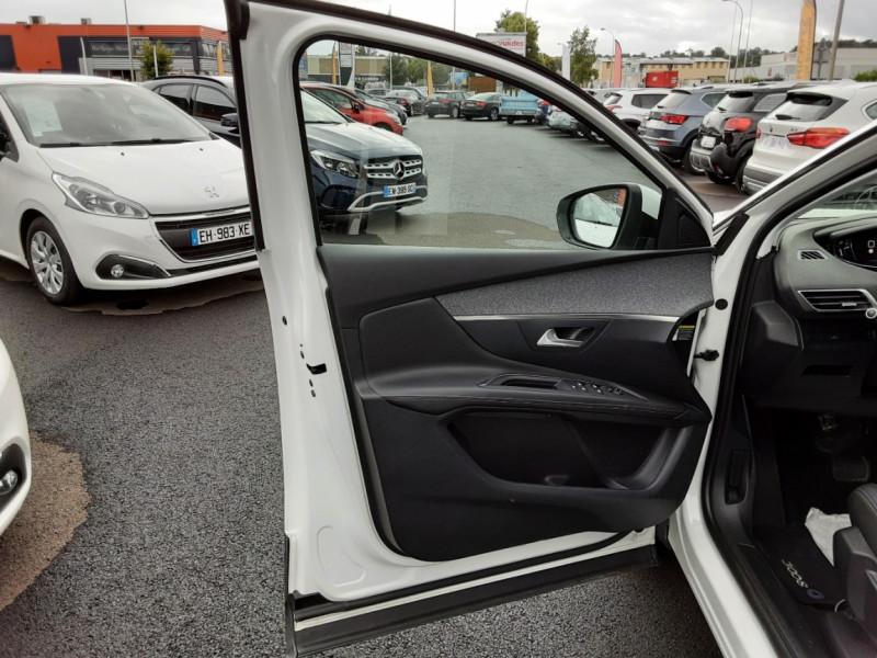Photo 10 de l'offre de PEUGEOT 3008 1.6 BlueHDi 120ch SetS EAT6 Allure Business à 24990€ chez Centrale auto marché Périgueux