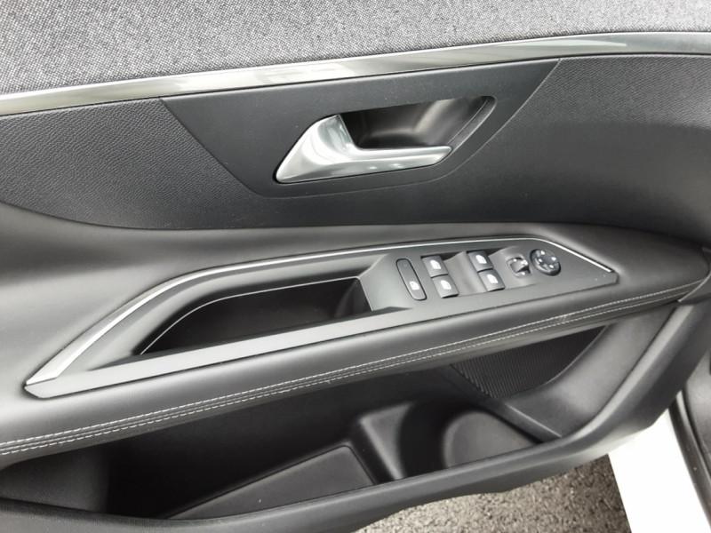 Photo 13 de l'offre de PEUGEOT 3008 1.6 BlueHDi 120ch SetS EAT6 Allure Business à 24990€ chez Centrale auto marché Périgueux