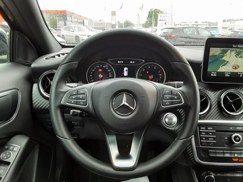 Photo 8 de l'offre de MERCEDES-BENZ CLASSE GLA 180 7-G DCT Intuition  à 24500€ chez Centrale auto marché Périgueux