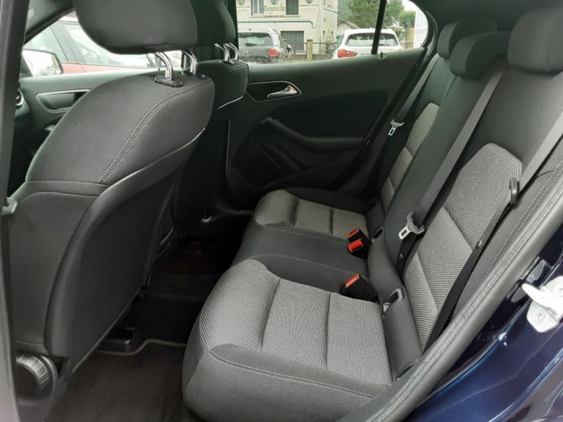 Photo 15 de l'offre de MERCEDES-BENZ CLASSE GLA 180 7-G DCT Intuition  à 24500€ chez Centrale auto marché Périgueux