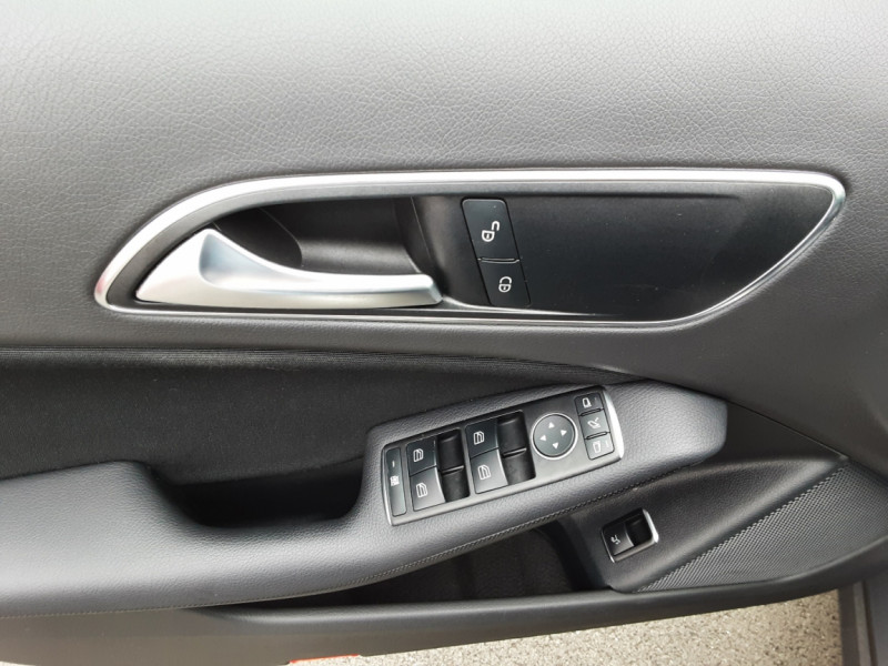Photo 43 de l'offre de MERCEDES-BENZ CLASSE GLA 180 7-G DCT Intuition  à 24500€ chez Centrale auto marché Périgueux