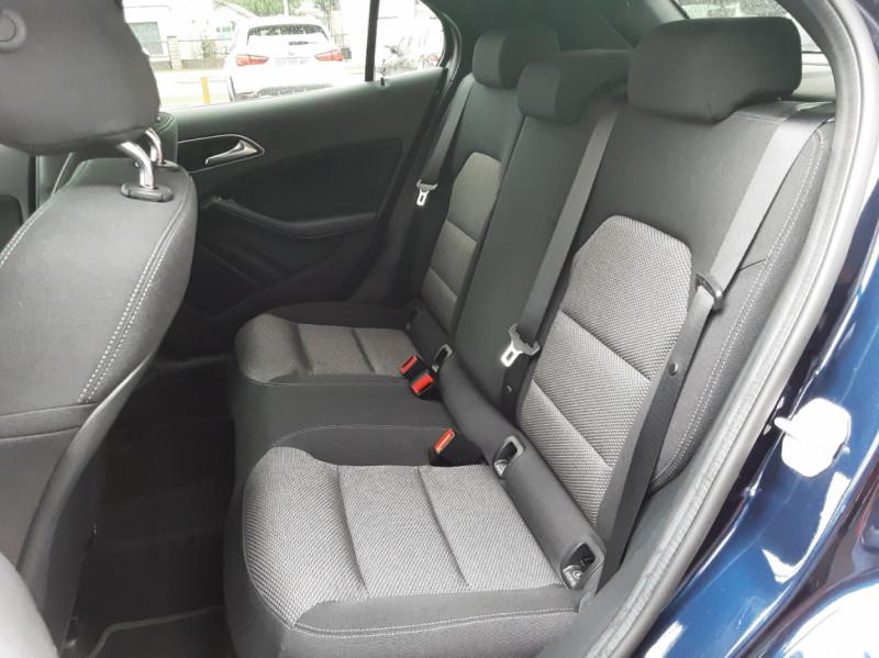 Photo 14 de l'offre de MERCEDES-BENZ CLASSE GLA 180 7-G DCT Intuition  à 24500€ chez Centrale auto marché Périgueux