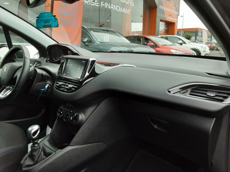 Photo 13 de l'offre de PEUGEOT 208 208 BlueHDi 100ch SetS BVM5 Signature à 13990€ chez Centrale auto marché Périgueux