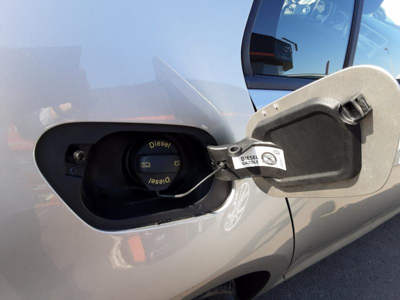 Photo 29 de l'offre de VOLKSWAGEN GOLF 1.6 TDI 110ch  BMT FAP Confortline à 13900€ chez Centrale auto marché Périgueux