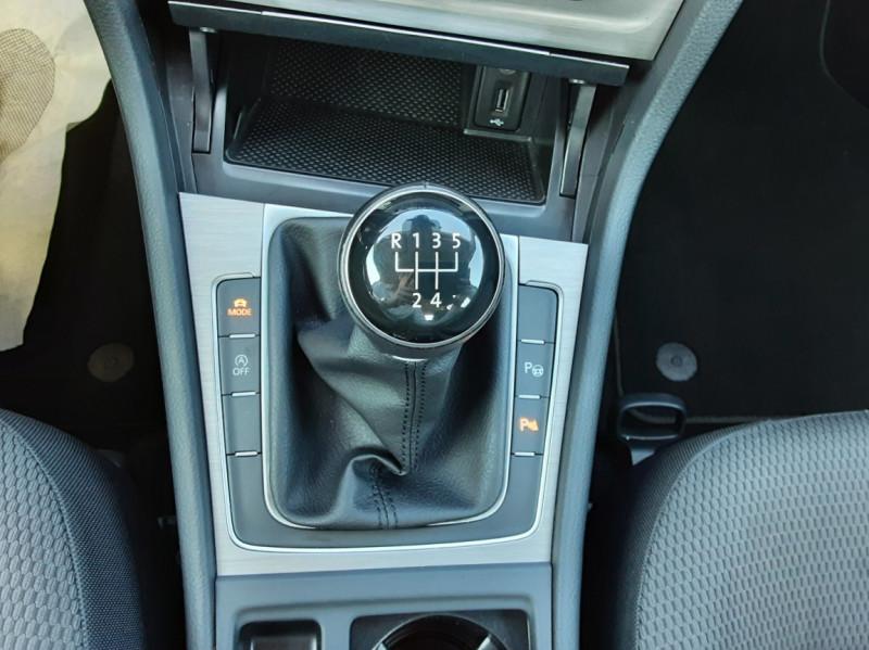 Photo 46 de l'offre de VOLKSWAGEN GOLF 1.6 TDI 110ch  BMT FAP Confortline à 13900€ chez Centrale auto marché Périgueux
