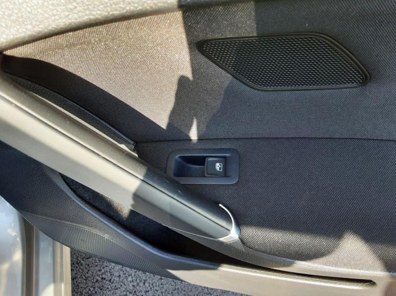 Photo 50 de l'offre de VOLKSWAGEN GOLF 1.6 TDI 110ch  BMT FAP Confortline à 13900€ chez Centrale auto marché Périgueux