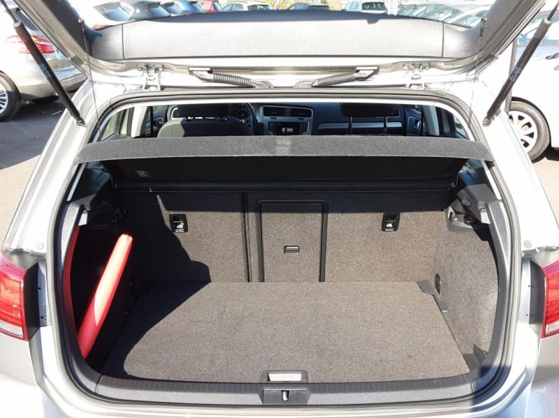 Photo 18 de l'offre de VOLKSWAGEN GOLF 1.6 TDI 110ch  BMT FAP Confortline à 13900€ chez Centrale auto marché Périgueux