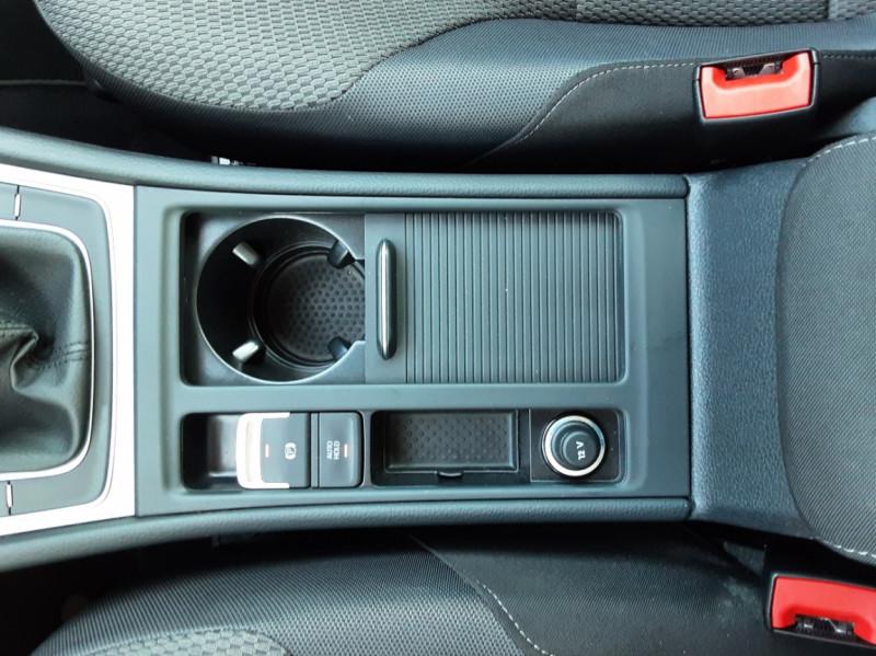 Photo 30 de l'offre de VOLKSWAGEN GOLF 1.6 TDI 110ch  BMT FAP Confortline à 13900€ chez Centrale auto marché Périgueux