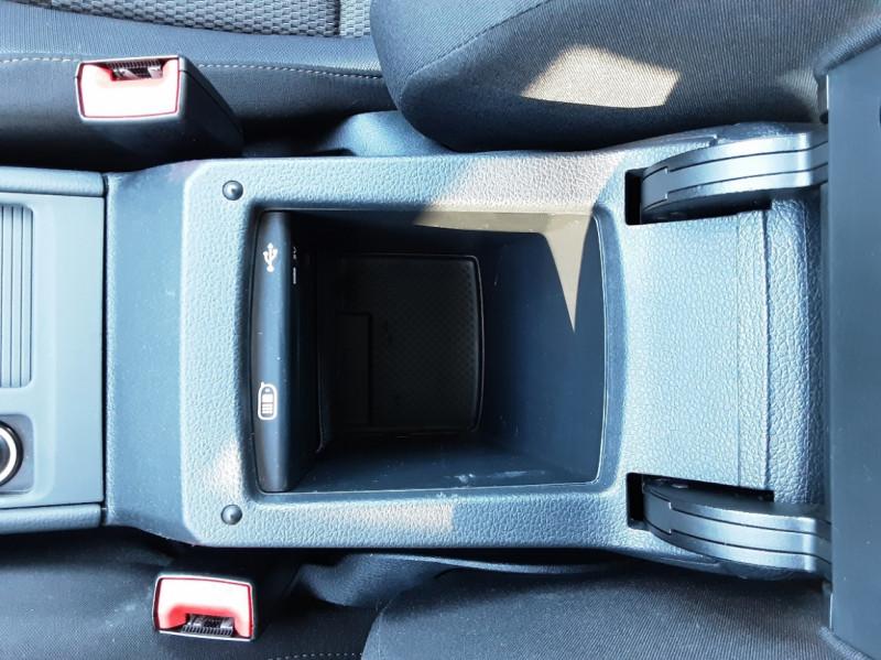 Photo 34 de l'offre de VOLKSWAGEN GOLF 1.6 TDI 110ch  BMT FAP Confortline à 13900€ chez Centrale auto marché Périgueux