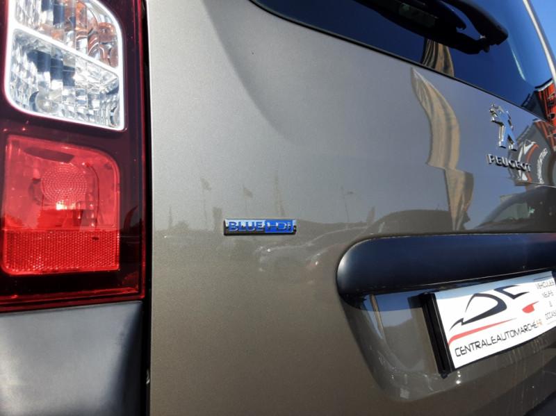 Photo 23 de l'offre de PEUGEOT PARTNER Tepee 1.6 BlueHDi 100ch SetS BVM5 Outdoor à 14990€ chez Centrale auto marché Périgueux