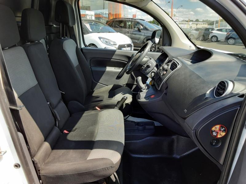 Photo 10 de l'offre de RENAULT KANGOO EXPRESS 1.5 DCI 75 ENERGY E6 CONFORT à 10300€ chez Centrale auto marché Périgueux