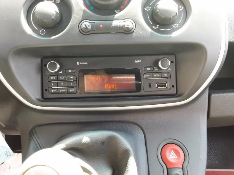 Photo 38 de l'offre de RENAULT KANGOO EXPRESS 1.5 DCI 75 ENERGY E6 CONFORT à 10300€ chez Centrale auto marché Périgueux