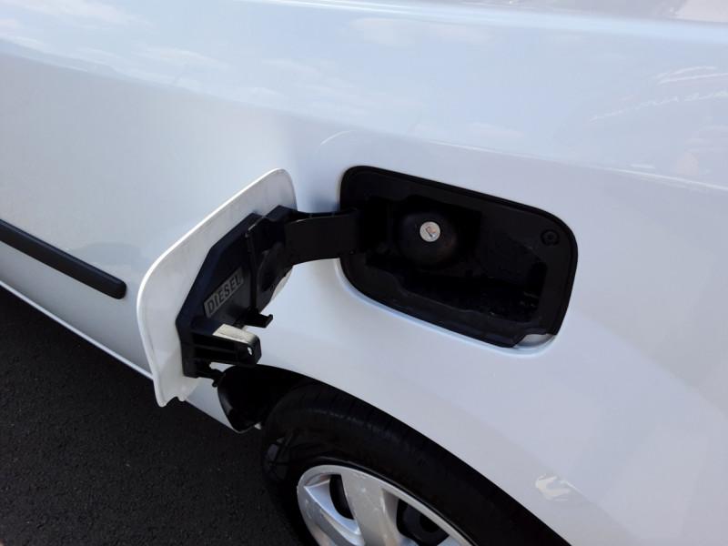 Photo 7 de l'offre de RENAULT KANGOO EXPRESS 1.5 DCI 75 ENERGY E6 CONFORT à 10300€ chez Centrale auto marché Périgueux