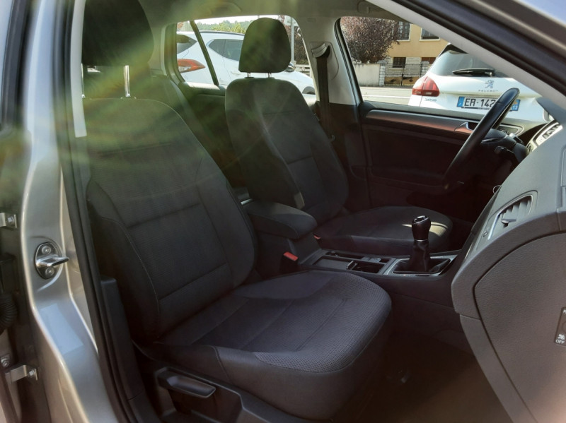 Photo 14 de l'offre de VOLKSWAGEN GOLF 1.6 TDI 110ch  BMT FAP Confortline à 13900€ chez Centrale auto marché Périgueux