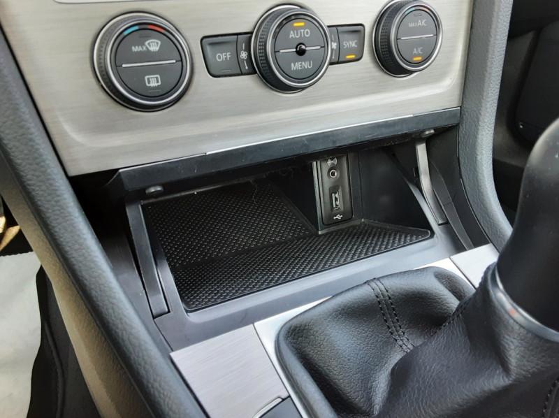 Photo 45 de l'offre de VOLKSWAGEN GOLF 1.6 TDI 110ch  BMT FAP Confortline à 13900€ chez Centrale auto marché Périgueux