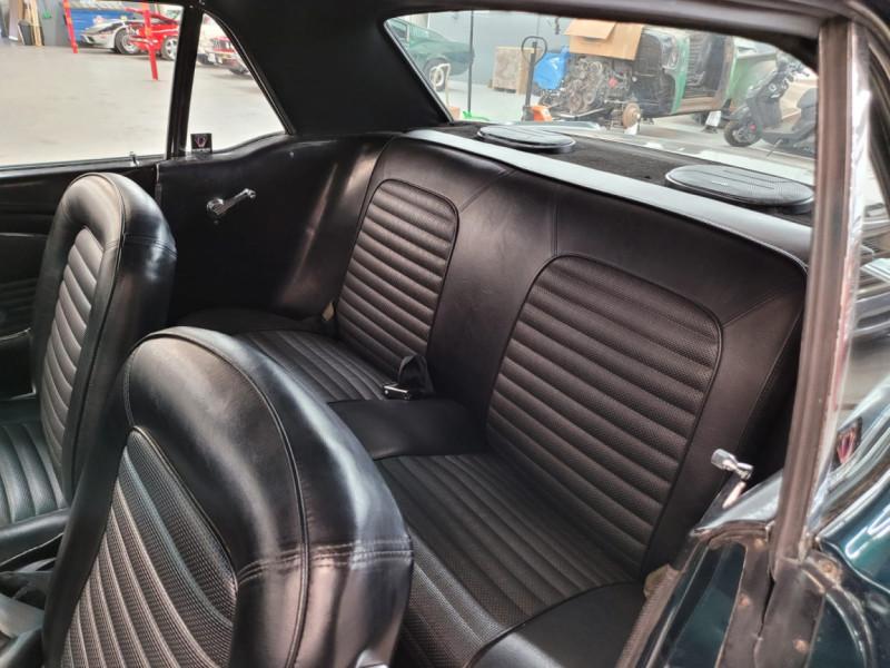 Photo 6 de l'offre de FORD MUSTANG COUPE 302 CI V8 verte à 35000€ chez Centrale auto marché Périgueux