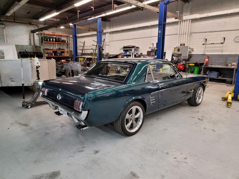 Photo 2 de l'offre de FORD MUSTANG COUPE 302 CI V8 verte à 35000€ chez Centrale auto marché Périgueux