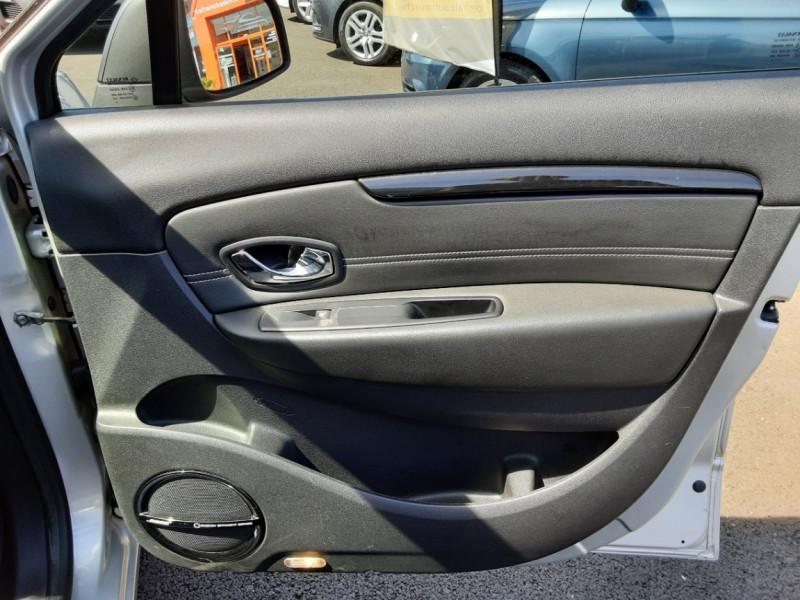 Photo 36 de l'offre de RENAULT SCENIC dCi 130 Energy FAP eco2 Bose Edition à 8900€ chez Centrale auto marché Périgueux