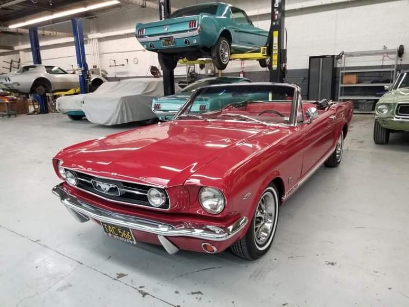 Photo 1 de l'offre de FORD MUSTANG CABRIOLET GT 1966 CODE A à 48000€ chez Centrale auto marché Périgueux