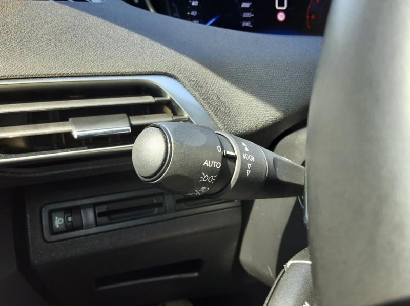 Photo 24 de l'offre de PEUGEOT 3008 1.6 BlueHDi 120ch SetS EAT6 Active Business à 22300€ chez Centrale auto marché Périgueux