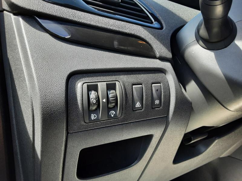 Photo 32 de l'offre de RENAULT SCENIC dCi 130 Energy FAP eco2 Bose Edition à 8900€ chez Centrale auto marché Périgueux