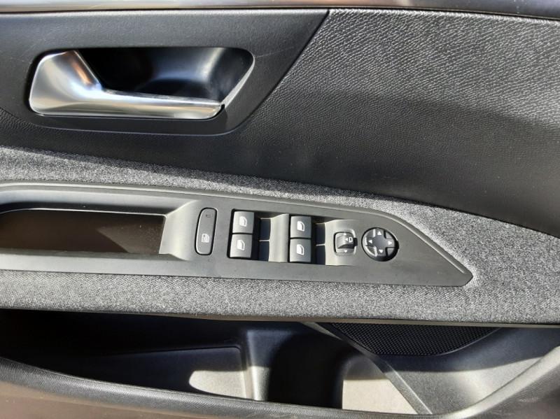 Photo 30 de l'offre de PEUGEOT 3008 1.6 BlueHDi 120ch SetS EAT6 Active Business à 22300€ chez Centrale auto marché Périgueux