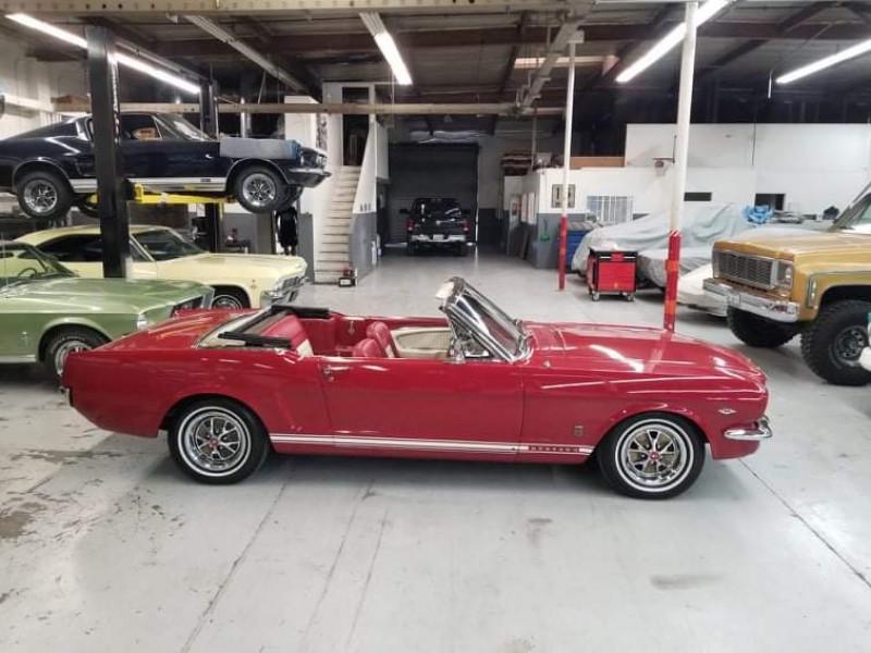 Photo 4 de l'offre de FORD MUSTANG CABRIOLET GT 1966 CODE A à 48000€ chez Centrale auto marché Périgueux