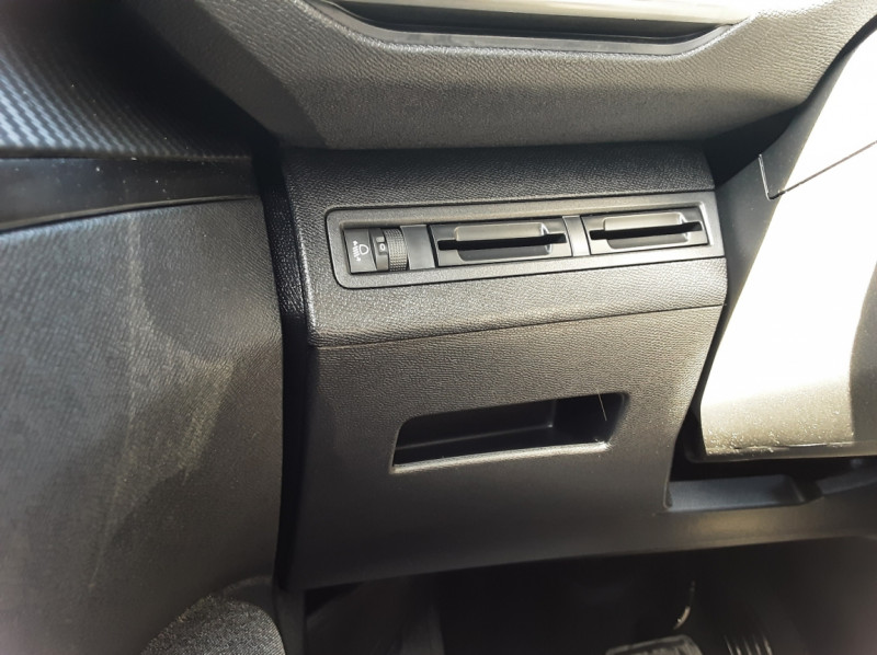 Photo 36 de l'offre de PEUGEOT 3008 1.6 BlueHDi 120ch SetS EAT6 Active Business à 22300€ chez Centrale auto marché Périgueux