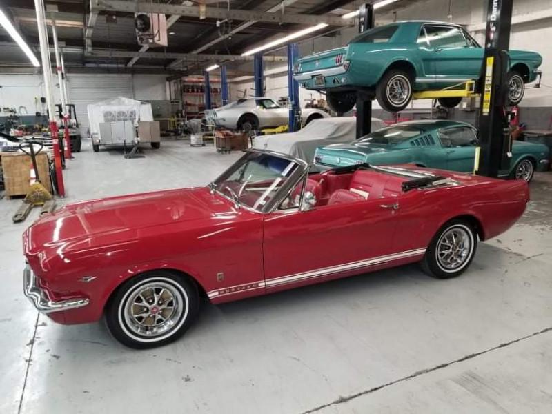Photo 3 de l'offre de FORD MUSTANG CABRIOLET GT 1966 CODE A à 48000€ chez Centrale auto marché Périgueux
