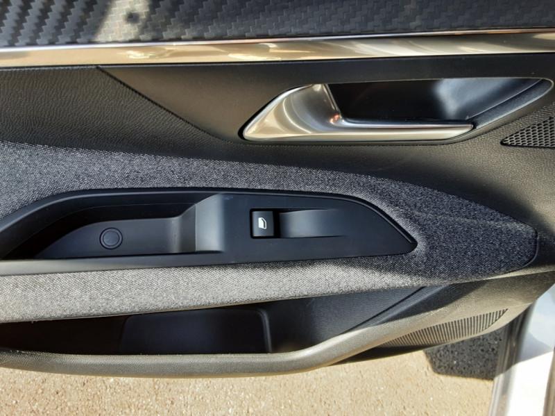 Photo 39 de l'offre de PEUGEOT 3008 1.6 BlueHDi 120ch SetS EAT6 Active Business à 22300€ chez Centrale auto marché Périgueux