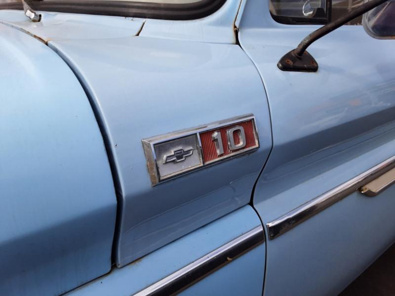 Photo 11 de l'offre de CHEVROLET C10 v8 à 22000€ chez Centrale auto marché Périgueux