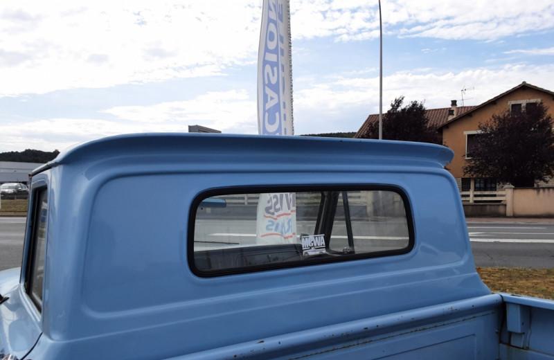 Photo 19 de l'offre de CHEVROLET C10 v8 à 22000€ chez Centrale auto marché Périgueux
