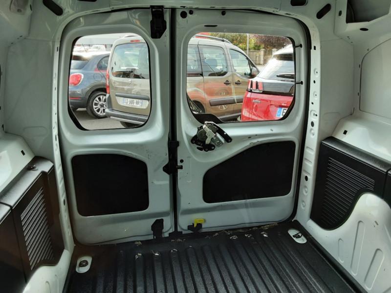 Photo 19 de l'offre de PEUGEOT PARTNER 1.6 BLUEHDI 100 SetS BVM5 PREMIUM PACK à 11990€ chez Centrale auto marché Périgueux
