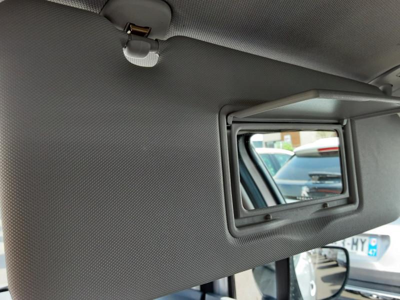 Photo 49 de l'offre de RENAULT CAPTUR dCi 90 Energy Business  à 11900€ chez Centrale auto marché Périgueux